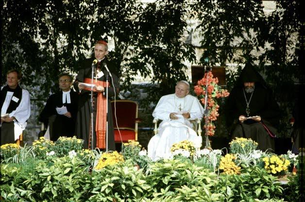 le-pape-jean-paul-ii-le-4-octobre-1986-a-lyon-photo-archives-le-progres[1]