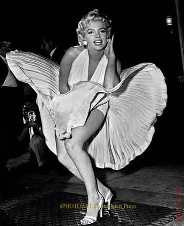 Joe-Demaggios-Wife-Marilyn-Monroe02[1]